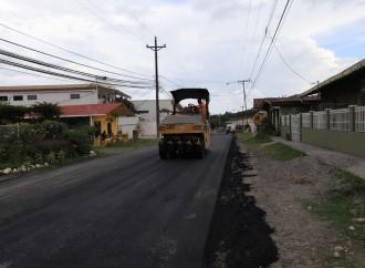 Autoridades supervisan construcción del alcantarillado en Boquete y trabajos de asfaltado de las calles de la zona comercial y turística