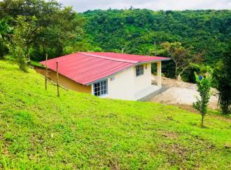 Techos de Esperanza mejora calidad de vida a mil 20 familias de Coclé