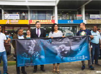 MITRADEL realiza cadena humana y volanteo para concienciar sobre la Trata de Personas