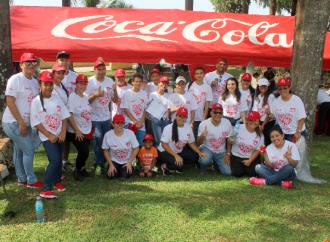Voluntarios del Sistema Coca-Cola se unen a la Gran Limpieza de Playas, Costas y Ríos 2018