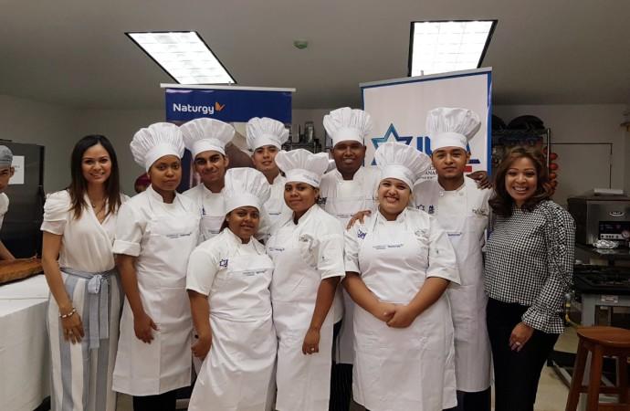 Estudiantes becados por Naturgy, ponen a prueba sus conocimientos en artes culinarias