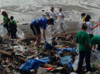 Casi 9 toneladas de plástico se recolectaron en las playas de Costa del Este