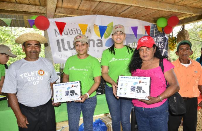 Multibank Ilumina llega a la comunidad de Las Marías en la provincia de Coclé