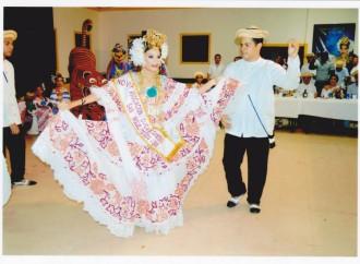 La Asociación Cívica de Santeños Residentes en San Miguelito organizó conferencia de pollera como identidad nacional