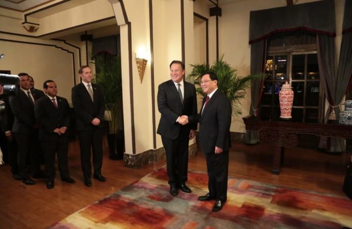 Presidente Varela inaugura pabellón empresarial y comercial de Panamá en la Feria Internacional de Importaciones de China