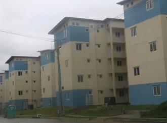 Más de 400 familias se benefician con entrega de nuevos apartamentos en Altos de Los Lagos, Colón