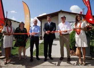 Celsia y Provivienda entregan las primeras casas en Panamá con energía solar, en el proyecto La Hacienda