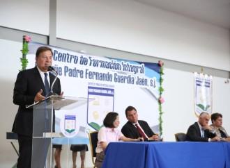 Presidente Varela participa en la primera graduación del Centro de Formación Integral Bilingüe Padre Fernando Guardia Jaén