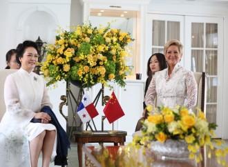 Primera Dama de Panamá agradece a su homóloga de la República Popular China donación de Clínicas Móviles