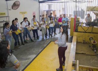 Estudiantes de la UTP Visitan Instalación industrial
