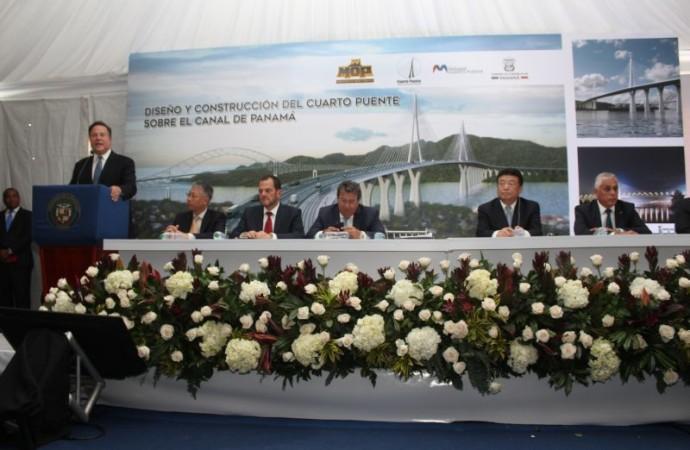 Autoridades entregan orden de proceder para inicio de obrasdel Cuarto Puente sobre el Canal de Panamá