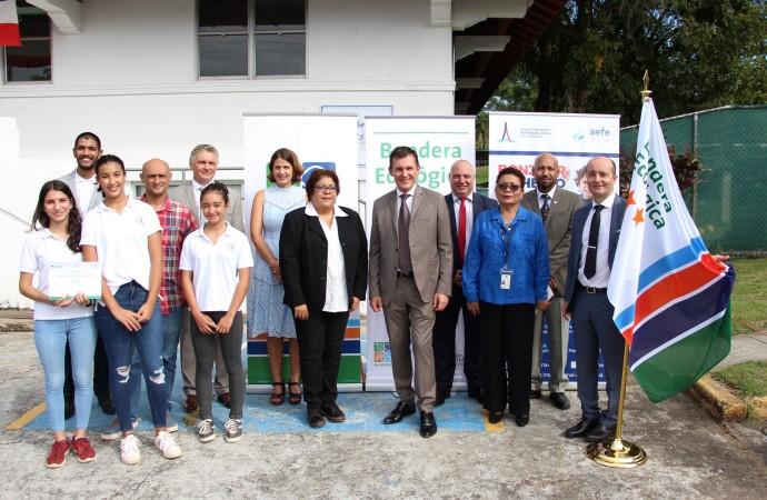 Autoridades entregan Bandera Ecológica al Liceo Francés Internacional de Panamá