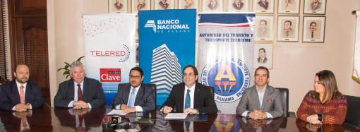 Lanzarán tarjetas de débito integradas al sistema de transporte público urbano