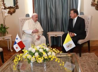 Presidente Juan Carlos Varela recibe al Papa Francisco en el Palacio de Las Garzas