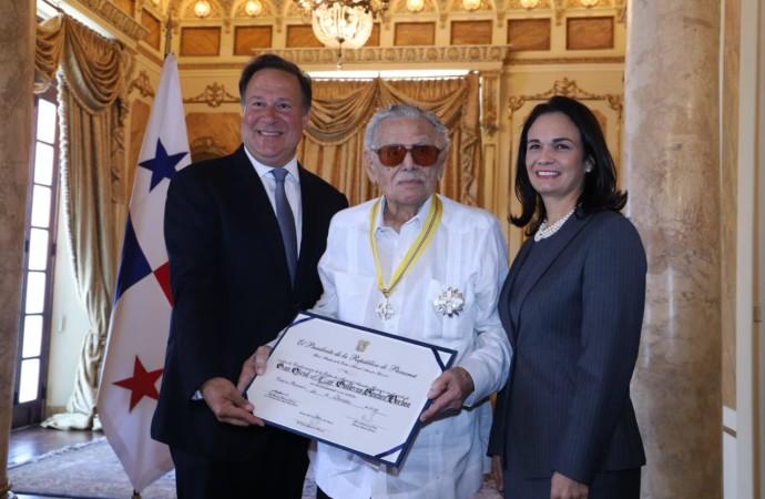Presidente Varela entrega la Orden Manuel Amador Guerrero al periodista y escritor panameño Guillermo Sánchez Borbón