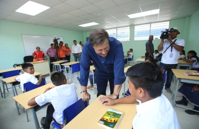 Presidente Varela celebra inicio del año escolar 2019 en la comarca Ngäbe Buglé y entrega nuevo colegio en Peña Prieta