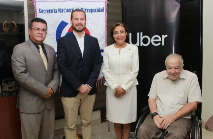 Uber, en alianza con la SENADIS, lanza UberAssist en Panamá