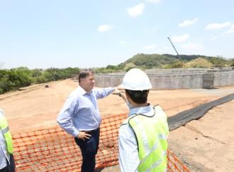 """""""Dejamos en Veraguas un desarrollo con mil viviendas nuevas, nuevo alcantarillado y más de 400 kilómetros de carretera entregadas y en construcción"""", presidente Varela"""