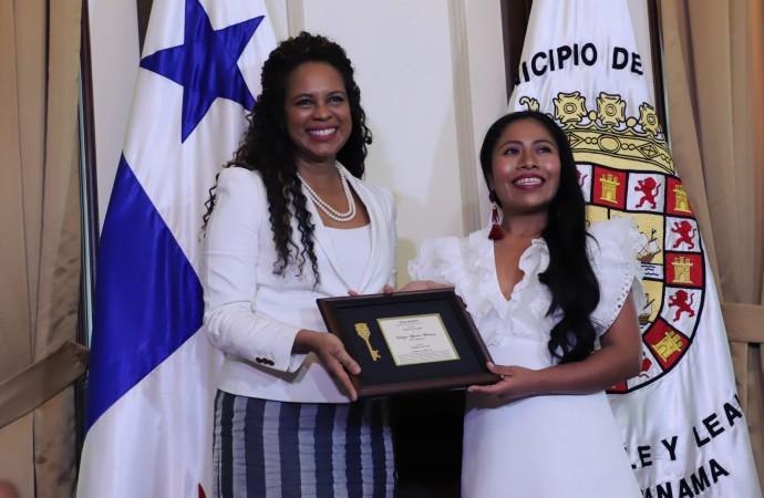 Actriz Yalitza Aparicio recibió la llave de la Ciudad de Panamá