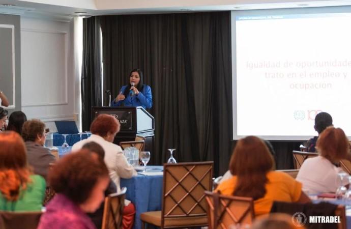 """Ministra de Trabajo inaugura taller sobre """"Avances hacia la Igualdad de Género"""""""