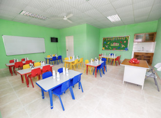 Chiquita dona aula de preescolar para estudiantes de la escuela de Finca 64 en Bocas del Toro