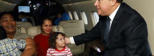 Presidente Juan Carlos Varela despide a niños que viajaron a Colombia para operación