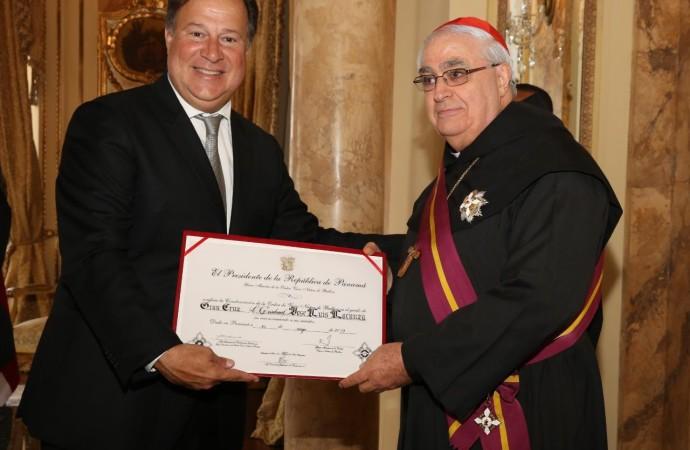Presidente Varela impone la orden Vasco Núñez de Balboa, en grado de Gran Cruz, al cardenal Lacunza y a Monseñor Ulloa