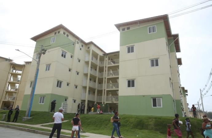 Presidente Varela llega a la histórica cifra de 4,590 apartamentos entregados en Colón