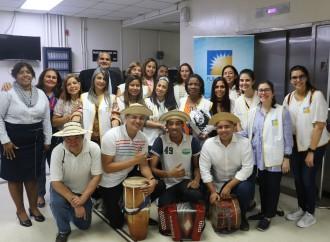 FUNDACÁNCER llevó alegría con serenata a padres del Instituto Oncológico