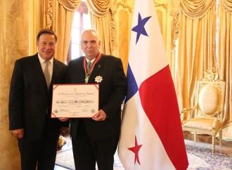 Presidente Varela condecora a Ricardo Gago con la orden Vasco Núñez de Balboa