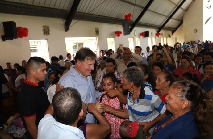 Presidente Varela participa en misa de recordación del sacerdote Héctor Gallego y luego inspecciona avances del 83% de la nueva carretera El Guabal-Río Luis-Calovébora