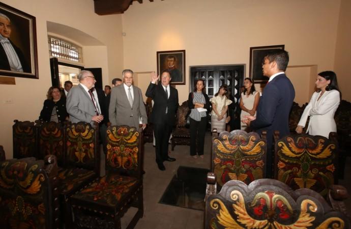Presidente Varela preside acto de entrega del Conjunto Documental del Palacio Bolívar