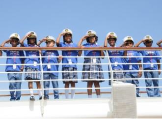 70 Escolares de Colón se convierten en 'Capitán por un día' a bordo del buque Monarch de Pullmantur Cruceros