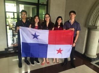 Estudiantes panameños llegan a III ronda en Campeonato de debate en Tailandia