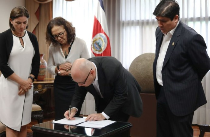 Costa Rica fortalece control de armas para prevenir femicidios