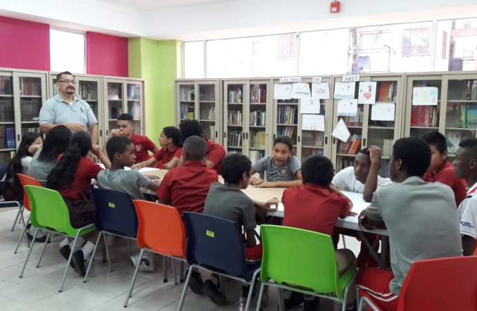 """""""Leer y construir con jóvenes en Curundú"""""""