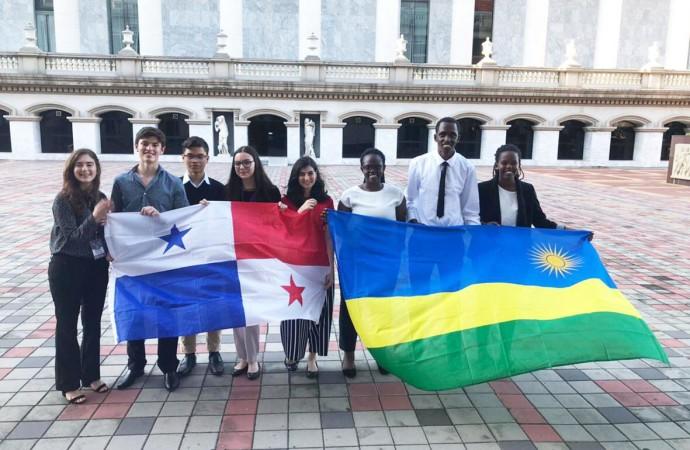 Selección Panameña de Debate Escolar gana a Rwanda en su segundo día en el Campeonato Mundial de Debate Escolar 2019