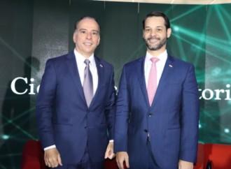 Ministros Ferrer y Martínez comparten su visión de Estado con estudiantes de la USMA
