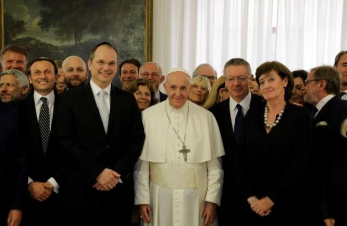 Su Santidad el Papa Francisco recibe a la Fundación HispanoJudía en audiencia privada en la residencia de Santa Marta