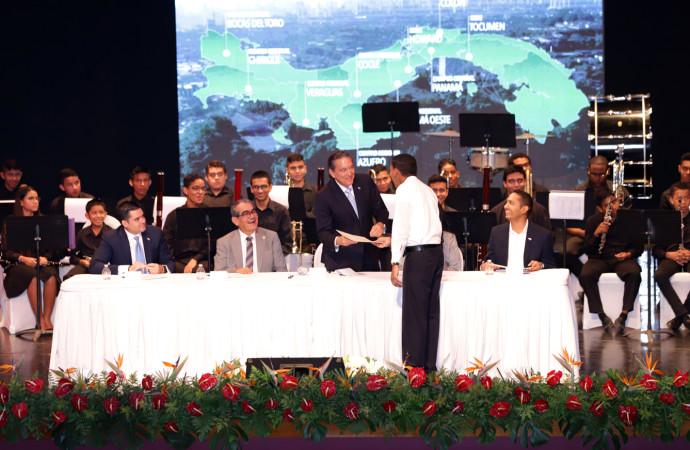 Presidente Cortizo Cohen reitera promesas a estudiantes en Día Internacional de la Juventud