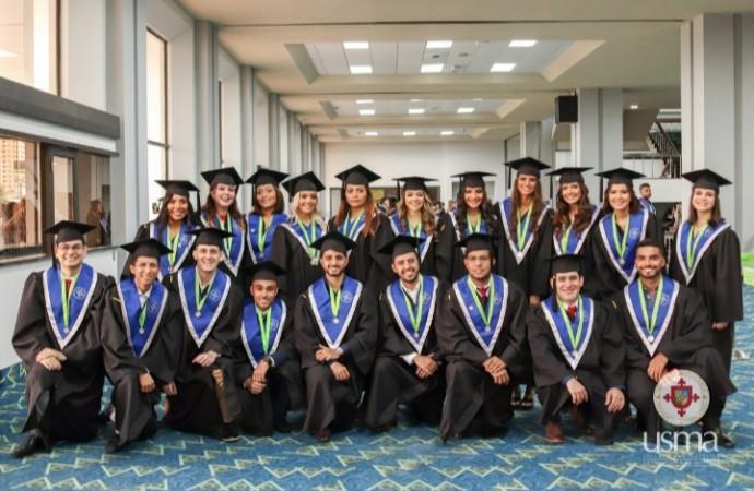 USMA gradúa a 876 profesionales en el año de su quincuagésima promoción
