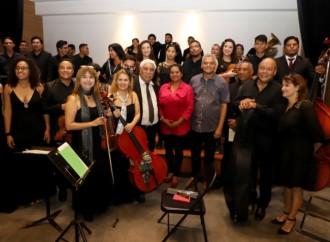 Público ovaciona a la Orquesta Filarmónica y a la Alcaldía de Panamá