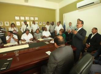 Gobierno mantiene diálogo abierto con agrupaciones colonenses
