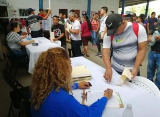 Bocatoreños acuden a la Feria de Oportunidades del Mitradel