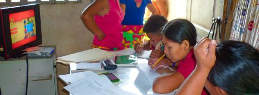 Más de 76 mil jóvenes y adultos han aprendido a leer y escribir en la última década