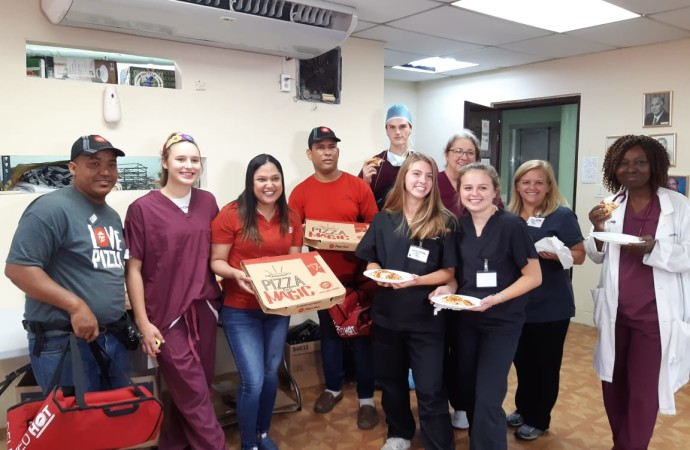 Pizza Hut donó pizzas al equipo médico que participó de la jornada de Operation Walk