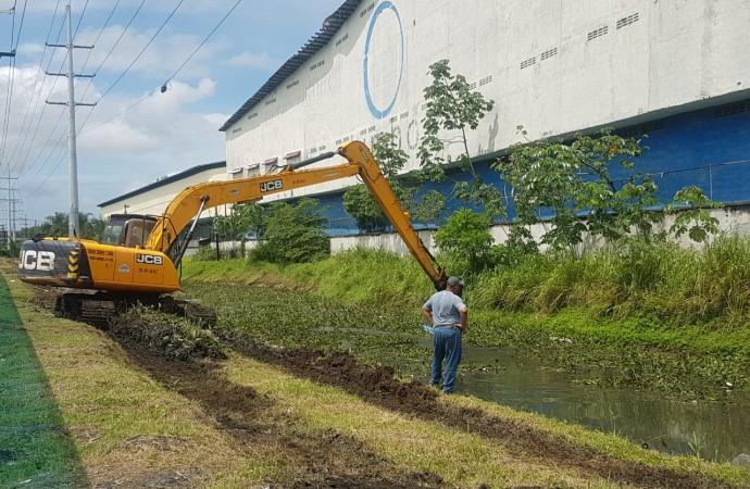 Realizan limpieza preventiva de Canales Pluviales en Zona Libre para evitar inundaciones