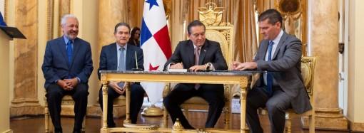 Presidente Cortizo Cohen posesiona a dos nuevos directivos de la ACP