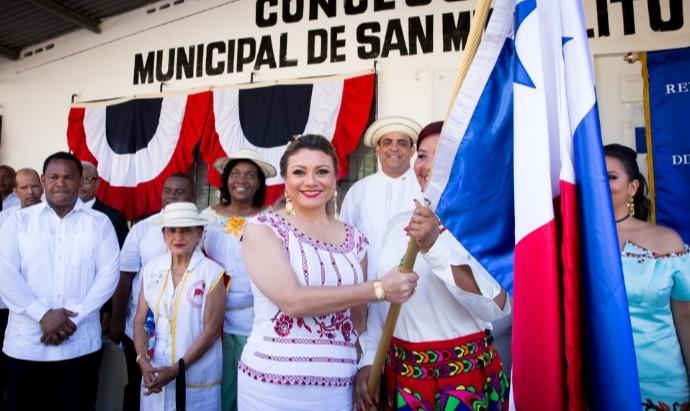 Ministra de Trabajo abanderada del 4 de noviembre en San Miguelito