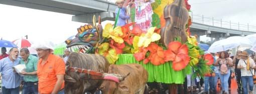 Santeños de San Miguelito conmemoraron el grito independentista del 10 de noviembre con un desfile de carretas típicas